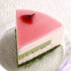 A cake for spring - cherry blossoms and green tea is the theme.  I need to remember the layering for the future because this is a simple, beautiful cake. [From Ecole Criollo]