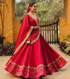 Indian Wedding Gowns, Indian Bridal Lehenga, Indian Bridal Outfits, Indian Fashion Dresses, Indian Bridal Fashion, Indian Bridal Wear, Indian Designer Outfits, Red Wedding Lehenga, Indian Wear