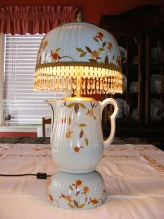 Vintage Hall China Autumn Leaf Jewel T Electric Lamp,,,, Rare ! This absolutely beautiful. Vintage Kitchenware, Vintage Kitchen Decor, Vintage Dishes, Vintage China, Antique Lamps, Vintage Lamps, Vintage Pottery, Jewel Tea Dishes, Hall Pottery