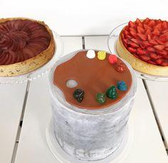 """100 Me gusta, 1 comentarios - Bru Cake Boutique (@brucakeboutique) en Instagram: """"Las Tortas de Carla Festejando el cumpleaños de su mamá Liliana❤️ •Birthday Cake🎂 •Tarta de Peras 🍐…"""""""