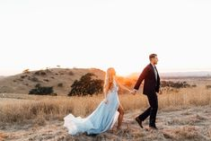 Wedding photography beach funny engagement photos for 2019 Engagement Photo Outfits, Engagement Photo Inspiration, Engagement Couple, Engagement Shoots, Wedding Engagement, Lesbian Engagement Pictures, Elegant Engagement Photos, Couple Photography, Engagement Photography
