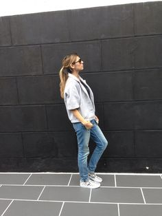Sweater & T-shirt AMERICAN APPAREL, jeans MAJE, sneakers VANS, sunglasses DIOR.