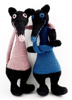 It's raining, let's crochet a wolf! Crochet Wolf, Woodland Critters, Dog Boarding, Marie Antoinette, Embroidery Applique, Squirrel, Knitting Patterns, It's Raining, Quilts