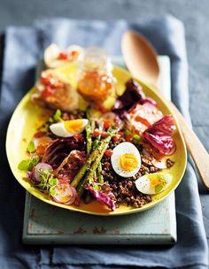Aprenda essa receita de salada morna de inverno com vinagrete de tomate, que fica pronta em apenas 20 minutos