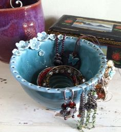 Jewelry Bowl, Earring bowl, door redhotpottery op Etsy https://www.etsy.com/nl/listing/68427975/jewelry-bowl-earring-bowl