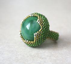 """Green Garden Snake Beaded Bezel Ring with Vintage Green Marbled Lucite Cabochon"" Seed Bead Jewelry, Beaded Jewelry, Handmade Jewelry, Wire Jewelry, Jewelry Shop, Diy Beaded Rings, Unusual Rings, Bezel Ring, Stud Earrings"