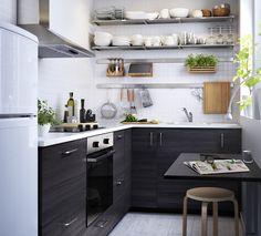 МЕТОД/ТИНГСРИД расположение мебели слева - кухонный гарнитур с верхними шкафами, справа - без верхних шкафов. только нижние