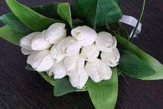 Cos cu lalele albe #aranjament #flori #artificiale #floriartificiale #primavara #Paste #Pasti #Sfintelepasti #decoratiuni #cadou #unicat #infrumusetare #casa #birou #flowerstagram www.beatrixart.ro