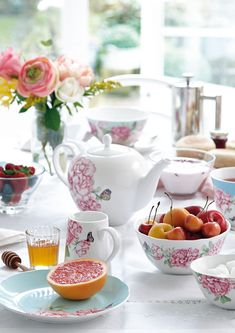The Royal Albert Miranda Kerr Everyday Friendship collection is inspired by Miranda's love of nature, pretty peonies, butterflies and sorbet colours #MirandaKerr #RoyalAlbert #tableware #casualdining #tablescaple #onthetable #femininedining #womensgiftideas