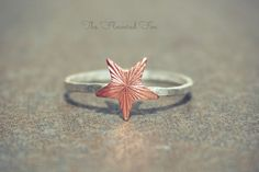 Copper Star Ring - Star Midi Ring by TheFloweredFox on Etsy, $21.95 www.thefloweredfox.etsy.com