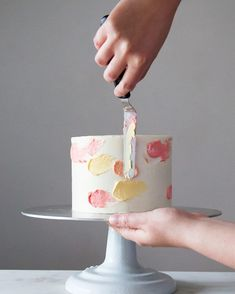 It's National Donut Day, and of course I'm over here playing with buttercream (again) because I forgot (again). Watercolour buttercream cake tutorial is on the blog! And hopefully I can snap a few clips of me piping some flowers later today Happy Friday!