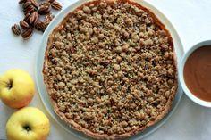 Tarte aux pommes aux noix de pécan, sauce caramel au beurre salé