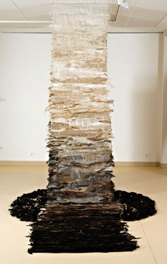 Brigitte AMARGER, Seine-Port, 01-60-63-39-60 « Et son âme s'envole », 1999 ; Tapisserie de haute-lice, technique mixte ; Fibres et tissus d'origine végétale ; 250x450 cm