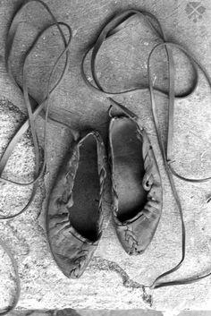 Krpce, Čičmany, okr. Žilina, prvá polovica 20. storočia. Mountain Climbing Gear, Ballet Shoes, Dance Shoes, Embellishments, Folk, Leather, German, Polish, Bag