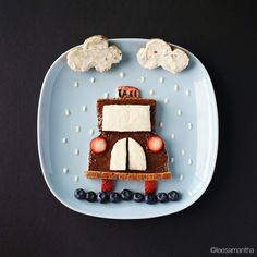 Lee Samantha, Food Artist TAXI ! Ingredients - Bread - Cream cheese  - Nutella  - Strawberry  - Blueberry