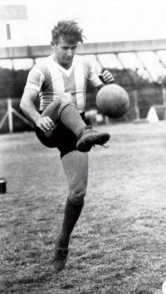 René Alejandro Pontoni (born May 18, 1920 in Santa Fe, Argentina, died May 14, 1983) is a former Argentine footballer. He played club football in Argentina, Colombia and Brazil as well as representing the Argentina national football team on 19 occasions.