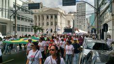 Marcha em Curitiba em defesa dos direitos dos trabalhadores da educação pública, 29/04/2015.