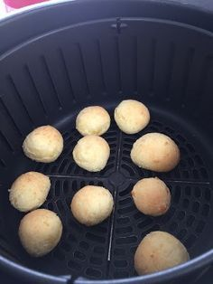 Como Fazer Pão de Queijo Delicioso e Assado na AirFryer!!!! - Artes da Mel Air Flyer, Air Fry Recipes, Deli, Recipies, Muffin, Food And Drink, Low Carb, Bread, Breakfast