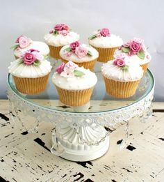 Cute cupcakes with flowers!