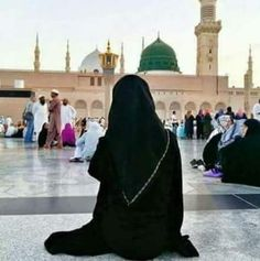 Moment of reflection outside the Prophet Muhammad p.h Mosque in Madina Hijab Dp, Hijab Niqab, Muslim Hijab, Hijab Hipster, Hijabi Girl, Girl Hijab, Muslim Girls, Muslim Couples, Ramadan