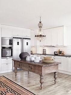 Cucina Bianca Moderna Con Tavolo Antico.45 Fantastiche Immagini Su Mix Classico E Moderno Nel 2018