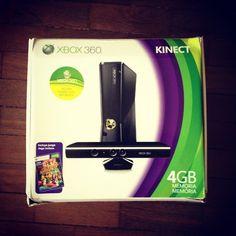 X-box 360 4gigas + Kinect+ 6 jogos - R$1.300,00 (sério, tá novinho!)  Jogos: Dance Central 1,Dance Central 2, Call of Duty 4, Call of Duty World of War, Michael Jackson The experience  *Transporte por conta do comprador