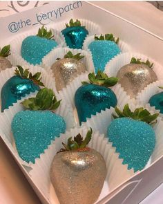 Strawberries and Edible Glitter (blue chocolate apples) Chocolate Apples, Candy Table, Dessert Table, Strawberry Dip, Strawberry Ideas, Strawberry Decorations, Edible Glitter, Chocolate Covered Strawberries, Party Desserts