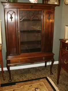 1920s Queen Anne China Cabinet Curio