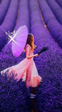 Time for some lovely lavender with a twist of vintage today Beautiful Fantasy Art, Beautiful Gif, Lovely Girl Image, Girls Image, Fantasy Photography, Girl Photography, Lavender Fields, Lavender Flowers, Lavander