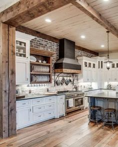 Miley Cyrus Buys a Modern Farmhouse in Her Tennessee Hometown Modern Farmhouse Interiors, Farmhouse Style Kitchen, Modern Farmhouse Kitchens, Farmhouse Plans, Country Kitchen Designs, Farmhouse Renovation, Farmhouse Remodel, Big Kitchen, French Kitchen