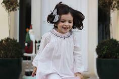 Trend alert: Vestidos, ténis e laços!