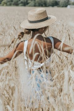 Revolve in The Hamptons I Collage Vintage Summer Photography, Vintage Photography, Portrait Photography, Inspiring Photography, Creative Photography, Digital Photography, Adventure Style, Instagram Pose, Collage Vintage
