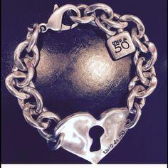 Uno de 50 silver bracelet Heart bracelet. Made in Spain. New. Never worn. Uno de 50 Jewelry Bracelets