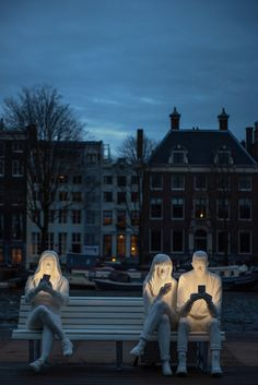 "Clever Sculpture Installation ""Shines a Light"" on Our Obsession with Technology Cell Phone Obsession Sculpture by Design Bridge for Amsterdam Light Festival Antony Gormley, Amsterdam, Dual System, Street Art, Sculpture Metal, Lighting Sculpture, Sculpture Ideas, Outdoor Sculpture, Modern Sculpture"