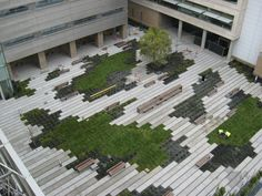 horizontal lines galore! A wonderful demonstration of stormwater detention/retention. Courtyard @UCSF, Andrea Cochran