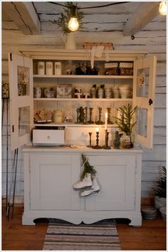 Oh i would do anything for a cabinet like that
