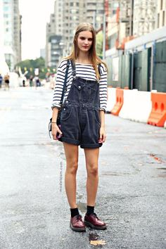 Street styling to perfection: Striped top & black overalls. LOVE
