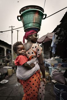 Reminds of Mile 1 and Mile 3 markets in Port Harcourt, Nigeria.