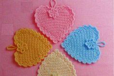 Hobby lavori femminili - ricamo - uncinetto - maglia: presina forma cuore uncinetto