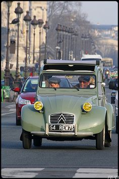 Citroen old French sport cars cars Vintage Cars, Antique Cars, Psa Peugeot Citroen, Automobile, 2cv6, Cabriolet, Cute Cars, Small Cars, Car Humor