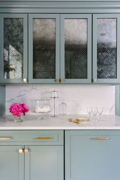 "Chicago interior designer Ann Sacks Versailles Mesh Cabinet Mirror with Caesar Stone ""Calcutta"" Quartz Backsplash and Countertops and Hardware Kitchen Decor, Kitchen Design, Kitchen Ideas, Kitchen Interior, Interior Design Chicago, Recessed Medicine Cabinet, Medicine Cabinets, Cabinet Fronts, 2 Instagram"