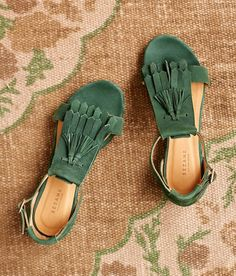 Sandals Summer tassle sandal green summer 2017 Savage Cats Social Club savage cats social club - There is nothing more comfortable and cool to wear on your feet during the heat season than some flat sandals. Sock Shoes, Cute Shoes, Me Too Shoes, Shoe Boots, Shoe Bag, Flat Sandals, Shoes Sandals, Green Sandals, Green Flats