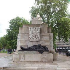 Robyn Kendal: Statue near Hyde Park