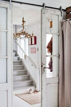 Barn doors today are becoming part of interior decoration in many houses because they are stylish. When building a barn door on your own, barn door hardware kit Vintage Doors, Antique Doors, Old Doors, Windows And Doors, Sliding Doors, Antique Glass, Panel Doors, Swedish Decor, Interior Barn Doors