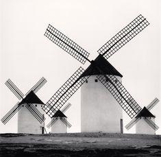 Michael Kenna. Los gigantes del Quijote Estudio 5. Campo de Criptana, La Mancha, España. 1996