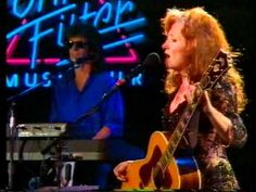 I love Bonnie Raitt and this is one of my favorite songs. Bonnie Raitt - I Can't Make You Love Me - Ohne Filter...