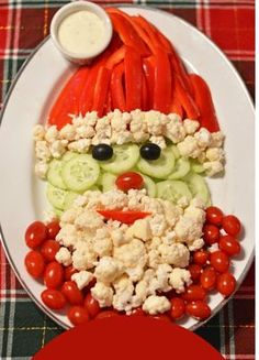 Santa Veggie Tray 27 Fun Christmas Appetizers for Holiday Parties Christmas Veggie Tray, Best Christmas Appetizers, Christmas Finger Foods, Christmas Cheese, Christmas Bread, Christmas Party Food, Xmas Food, Holiday Parties, Christmas Fun