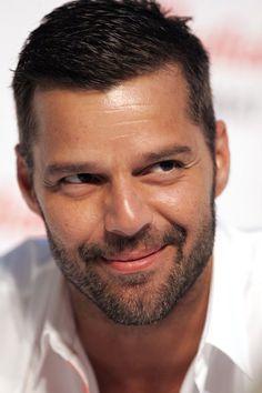 Ricky Martin - 11 Veg Hunks We Can't Get Enough Of - ChooseVeg.com Pop Musicians, Porto Rico, Rick Y, Hollywood Actor, Grey Hair, Attractive Men, Beautiful Men, Sexy Men, Hot Guys