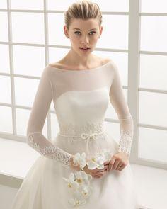 DEBA traje de novia en gasa y organza de seda con adorno de encaje pedrería y vainica.