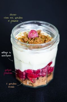 Tiramisu raspberries and speculoos: perso, I replace the mascarpone by sweet white cheese. Köstliche Desserts, Delicious Desserts, Dessert Recipes, Yummy Food, Snacks Saludables, No Cook Meals, I Love Food, Food Inspiration, Sweet Recipes